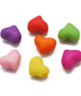 Пластмасови мъниста сърце 9х11х7 mm